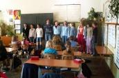 Fotografie páté třídy ZŠ Seifertova Varnsdorf a studentů sekundy tamního gymnázia
