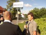 Starosta Milovic poskytuje interview