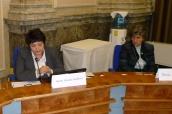 Džamila Stehlíková a Alena Gajdůšková na jednání Výboru pro prevenci domácího násilí