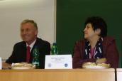 Džamila Stehlíková a premiér Mirek Topolánek na konferenci