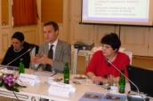 Zleva: Orsalia Kalantzopoulos, Christian Bodewig ze Světové banky a ministryně Džamila Stehlíková