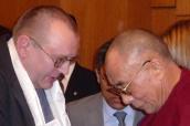 Dva aktivisté prosazující lidská práva: dalajláma a Jiří Hromada