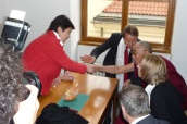 Ministryně Džamila Stehlíková se na půdě poslanecké sněmovny parlamentu setkala s tibetským duchovním vůdcem dalajlámou
