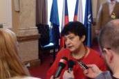 Ministryně Džamila Stehlíková poskytuje rozhovor