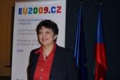 ministryně Džamila Stehlíková s logem CZ PRES